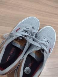 Título do anúncio: Dois tênis Levis original
