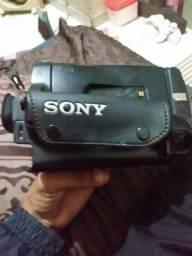 Título do anúncio: Filmadora Sony em bom estado.