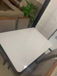 Conjunto de mesa com 4 cadeiras e 1 aparador