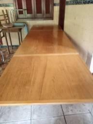 Mesa de madeira que aumenta de tamanho