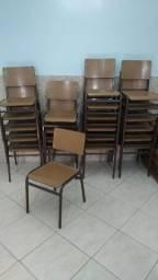 Cadeiras tipo escolar