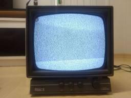 TV PHILCO antiga em preto e branco.