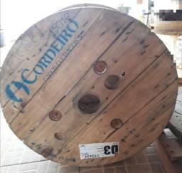 Carretel de madeira