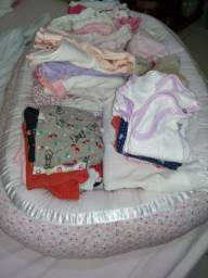 Ninho redutor, meias, sapatinhos, e mais de 60 peças de roupinhas