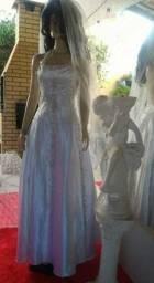 Vestido de Noiva M, todo trabalhado em pedrarias