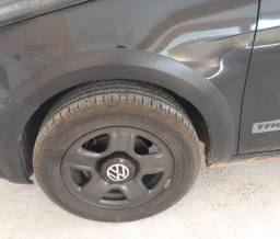 Vendo jogo de 4 pneus da Goodyear semi-novo aro 15 205/60