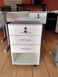 Armários,mesas,cadeiras e estantes novos e baratos