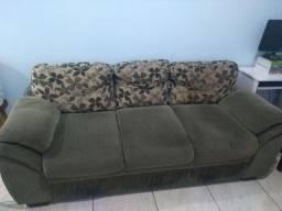 Sofá em tecido de três lugares