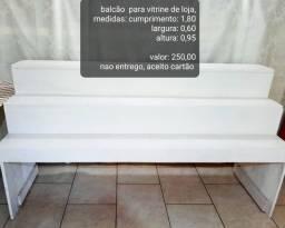 Balcão para vitrine