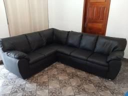 Sofá de Courino Semi Novo.