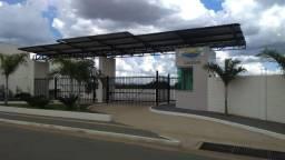 Apartamento 3q em condomínio fechado em Goiânia