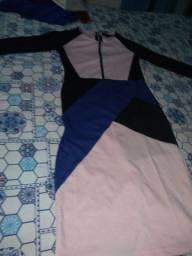 Vendo vestido geométrico longo tamanho m de manga longa o tecido de boa qualidade.