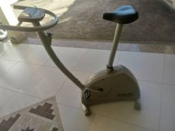 Vendo Bicicleta Caloi, super conservada, monitor funcionando.