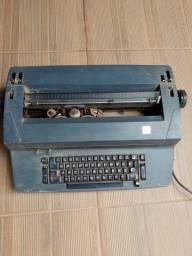 Máquina de escrever elétrica ibm 82c