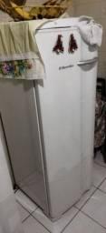 Título do anúncio: Freezer horizontal Eletrolux FE22