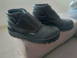 Vendo bota com bico de aço