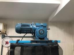 Elevador monta carga, suporta até 50 kilos