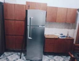 Título do anúncio: Armário de cozinha em Madeira Maciça