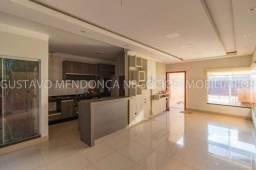Linda casa seminova rica em planejados e excelente localização!