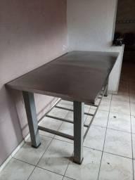 Mesa de alumínio, 400,00 reais
