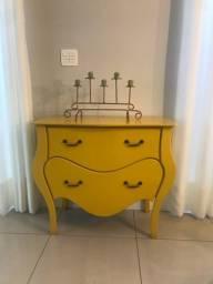 Cômoda bombê amarela