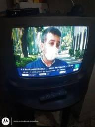 Vendo essa tv de 20 polegadas da marca LG funcionando perfeitamente bem todos os canais