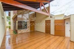 Linda casa seminova em excelente localização no bairro Rita Vieira 1!