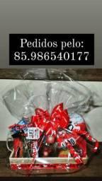 Venha presentear com uma linda cestas de chocolates e pelucia