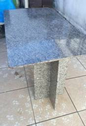 Mesa em granito usada