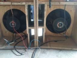 Duas caixa de som mais um amprificado