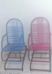 Vendo duas cadeiras Infantil  de balanço 150 reais as duas