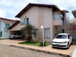 Casa de alta padrão em condomínio fechado