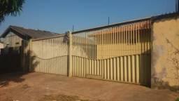 Alugo casa em residencial no bairro do Diamantino
