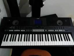 Teclado Musical Yamaha PSR-S650