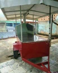 Carro de churrasco com engate para veículo.