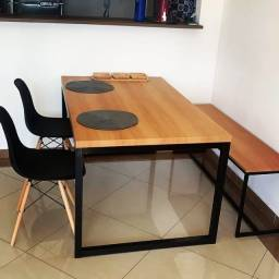 Mesa Industrial + Banco + 2 Cadeiras Eiffel