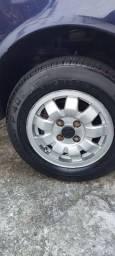 Vendo rodas tijolinho com pneus meia vida.