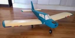 Aeromodelo Cherokee 140
