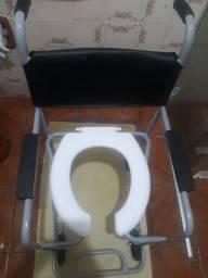 Cadeira higiênica com braços de apoio