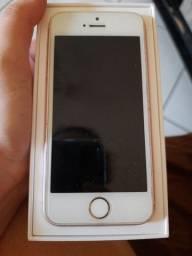 IPhone SE na caixa