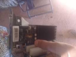 Duas cpuscada cpu com placamae e umaplaa de video