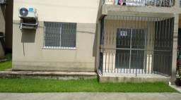 Apartamento 2/4 com sacada e garagem coberta