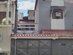 Ótima casa de 3 Quartos na Rua da caminhada no Paraíso, Sg.