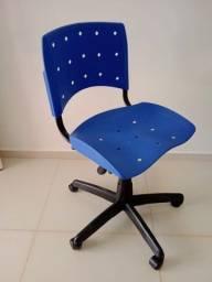 Título do anúncio: Cadeira giratória com regulagem de altura