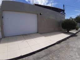 Casa com 3/4 localizada no Barro Duro