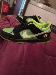Tênis Nike SB dunk low Stay Home