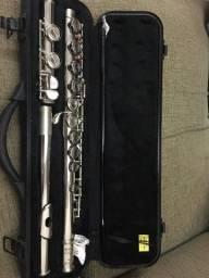 Flauta transversal prateada