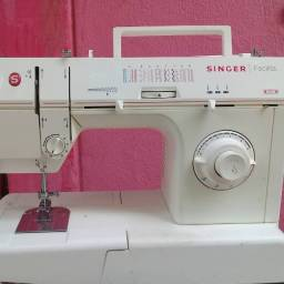 Título do anúncio: Máquina de costura Singer Facilita