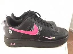 Tênis air force com detalhes em pink