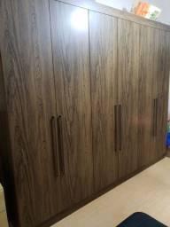 Excelente guarda roupas - madeira de qualidade
